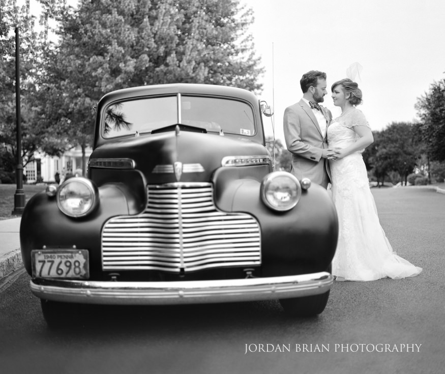 Bride and groom with vintage car at Laurel Creek Country Club Wedding