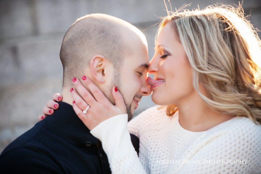 couple kiss at fdr park engagement session