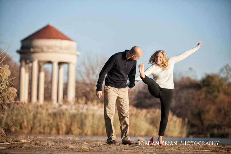 couple walking by water at fdr park philadelphia