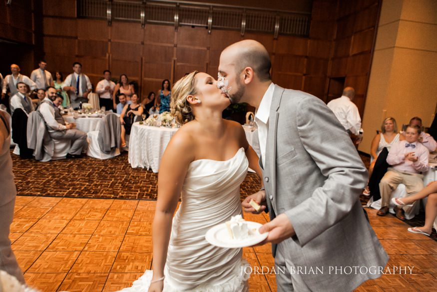 Bride and Groom cut the cake at VUE on 50 wedding.
