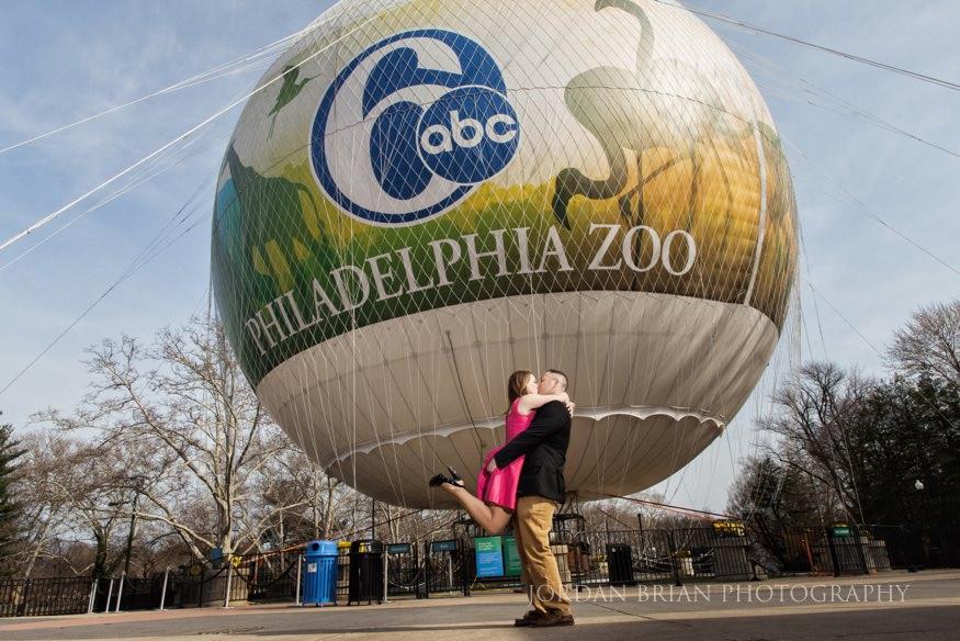 couple kissing infront of philadelphia zoo balloon
