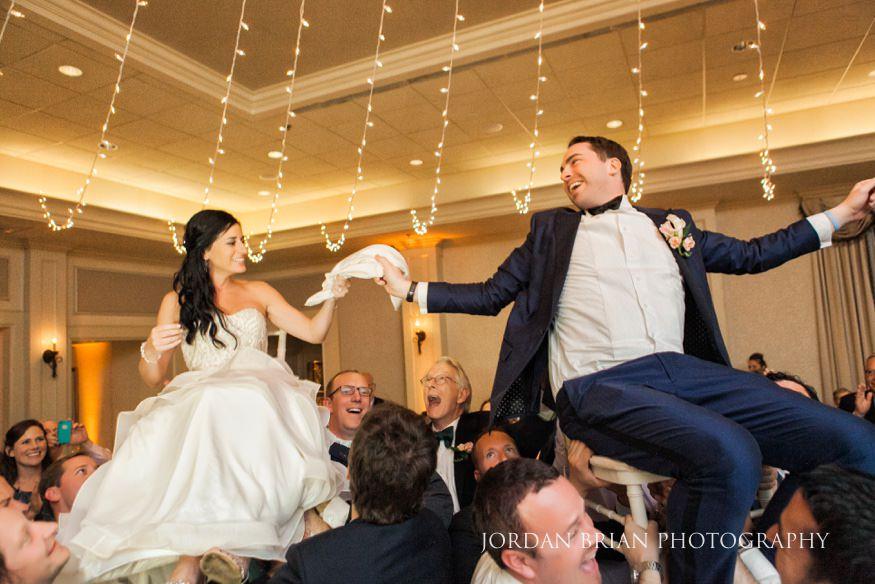 couple dance on wedding