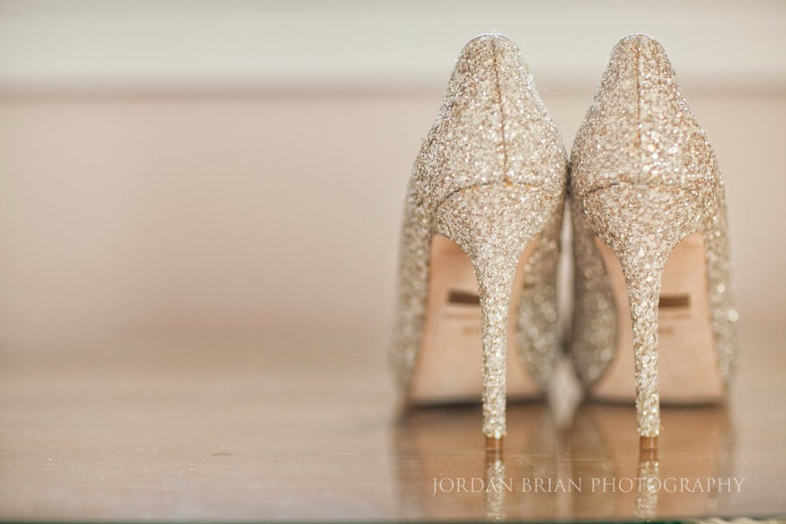bride's gold glitter shoes