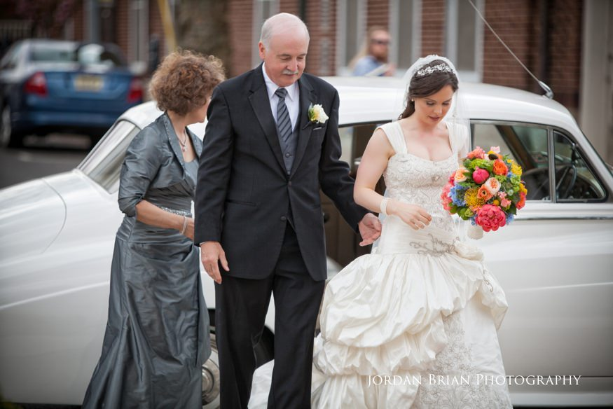 bride arriving with parents at st paul's catholic church in princeton nj