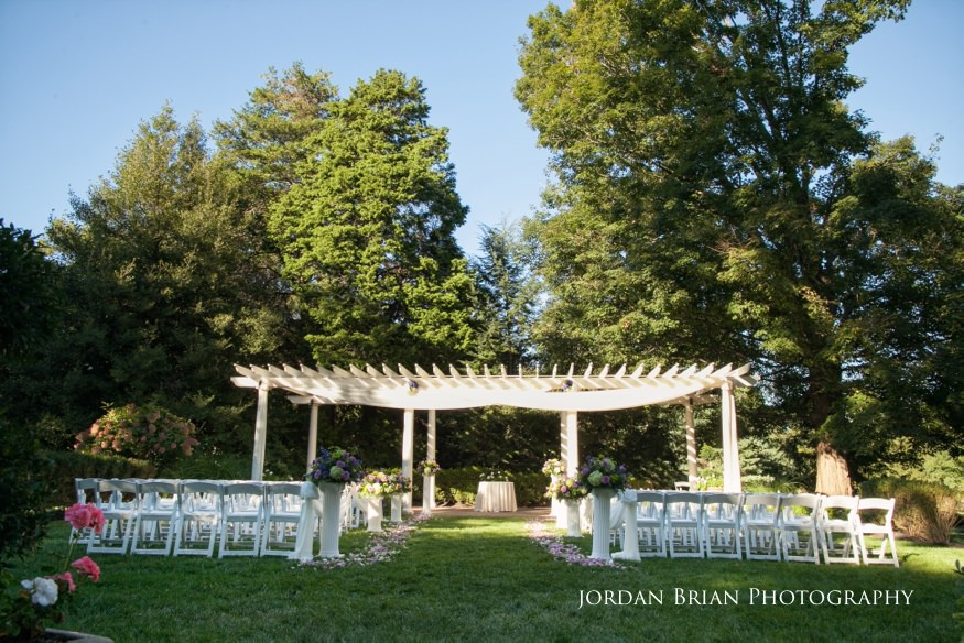outdoor wedding ceremony at knowlton mansion