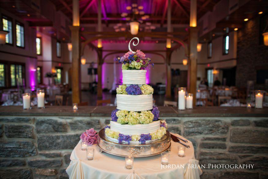 wedding cake at knowlton mansion wedding reception